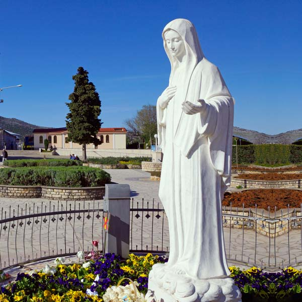 Outdoor catholic white marble madonna medjugorje mary garden statue for sale TCH-70